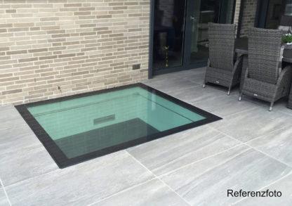 Lichtschachtverglasung mit einer begehbaren SkyVision WALK-ON Bodenverglasung