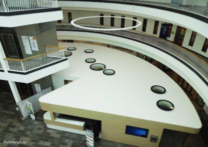 Referenz: runde Oberlichter SkyVision CIRCULAR montiert innerhalb eines Klinikgebäudes als Indoor-Deckenfenster