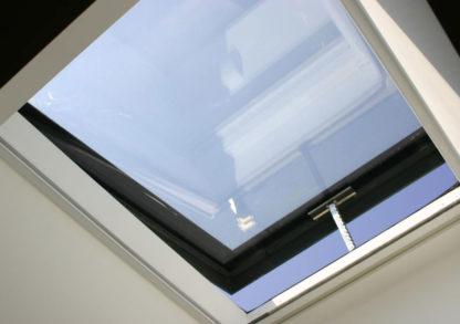 Innenansicht des mit Kettenhub geöffneten Oberlichts SkyVision COMFORT